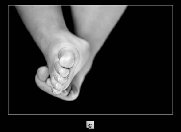 Toes_bw_5780